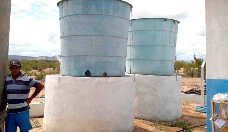Sistema leva água potável para mais de 50 famílias de comunidade em Assú