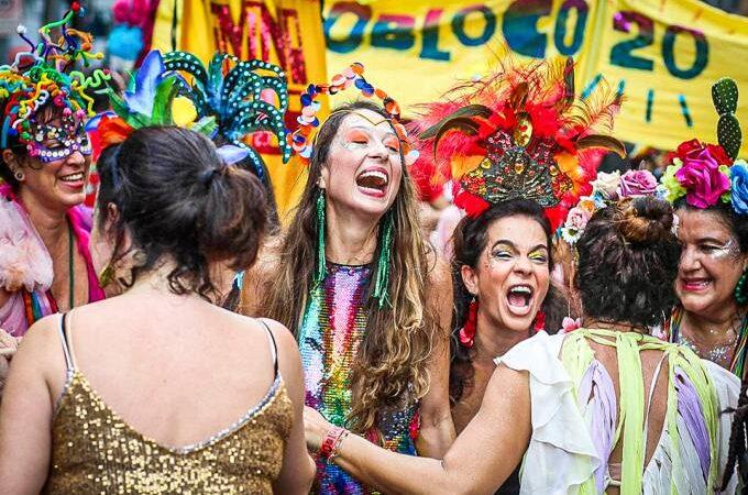 Prefeituras publicam decretos divergentes para o Carnaval-2021