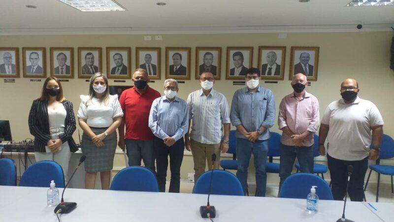 Comitiva da Prefeitura de Caraúbas se reúne com representantes da Ufersa para fortalecer parceria