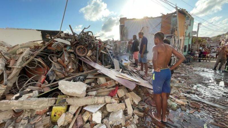 Explosão e desabamento de casa deixa quatro mortos e dois feridos em Mãe Luiz
