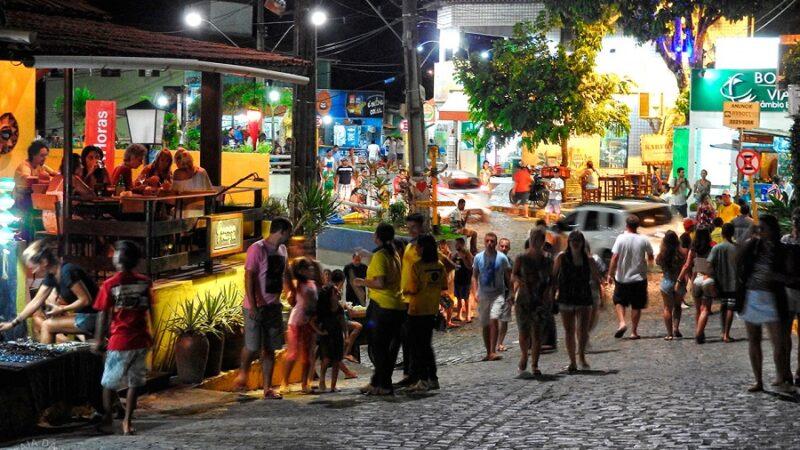 Bares e restaurantes de Pipa começam a fechar após 22h