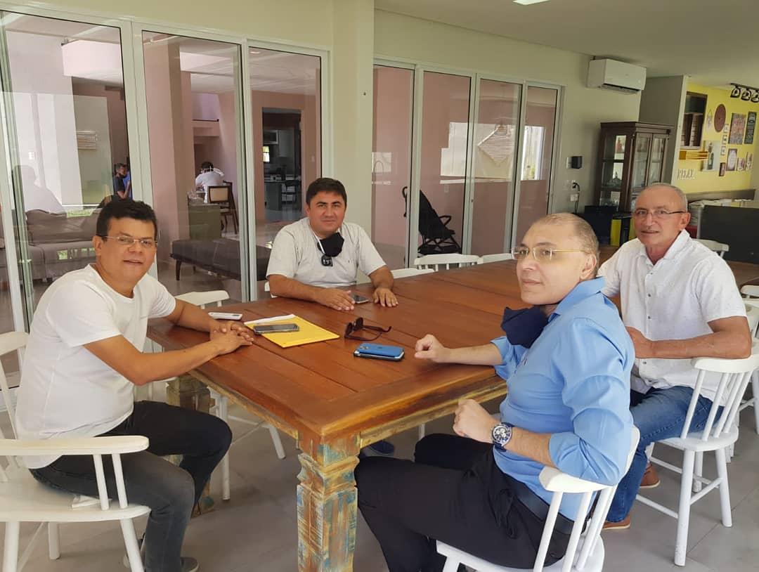 Prefeito Juninho Alves recebe parlamentares e afina parcerias para Caraúbas