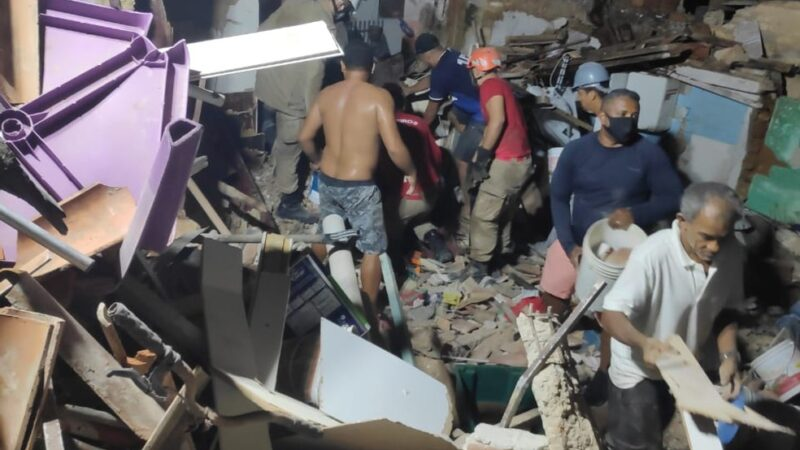 Explosão de botijão de gás pode ter sido a causa da morte de quatro pessoas e atingido cinco casas