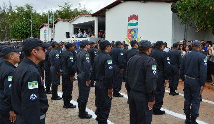 Prefeito Juninho Alves comemora chegada do reforço de oito policiais para Caraúbas
