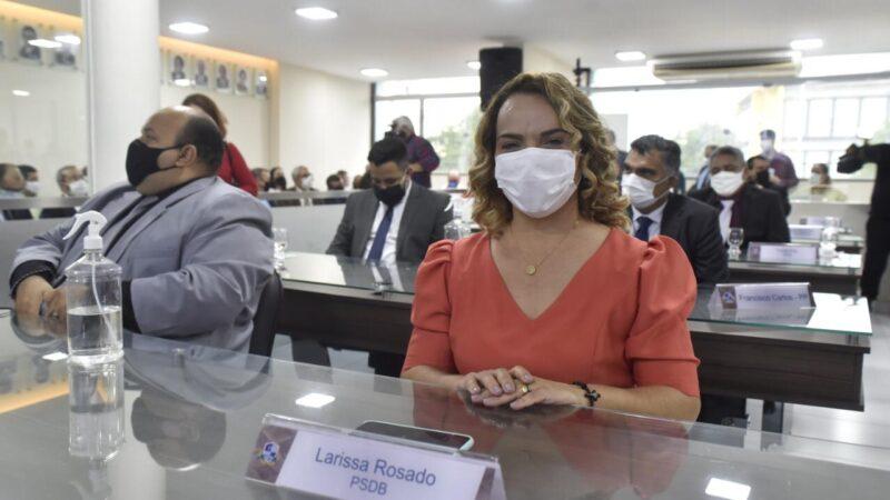 Vereadora Larissa participa de leitura da mensagem anual e diz que Allyson continua no palanque