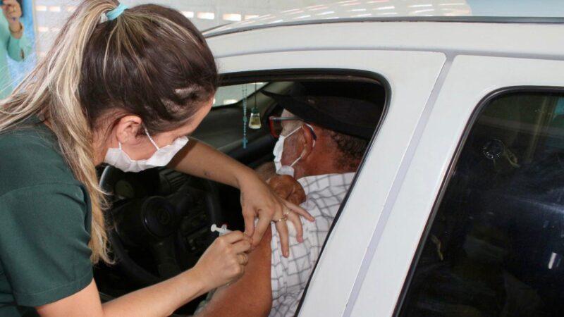 Secretaria de Saúde realiza vacinação para os idosos entre 65 a 69 anos