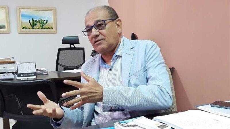 """Secretário de Educação alerta: """"Escolas que não cumprirem o decreto receberão multa de até R$ 50 mil"""""""