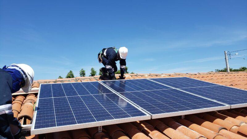 Governo do RN implementa usina de energia solar em Comunidade de Caraúbas