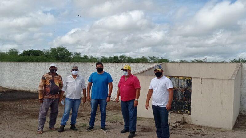 Prefeitura de Caraúbas projeta reforma em sistema hidráulico de escoamento no abatedouro público