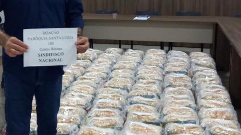 Paróquia de Santa Luzia recebe doações de cestas básicas para famílias carentes