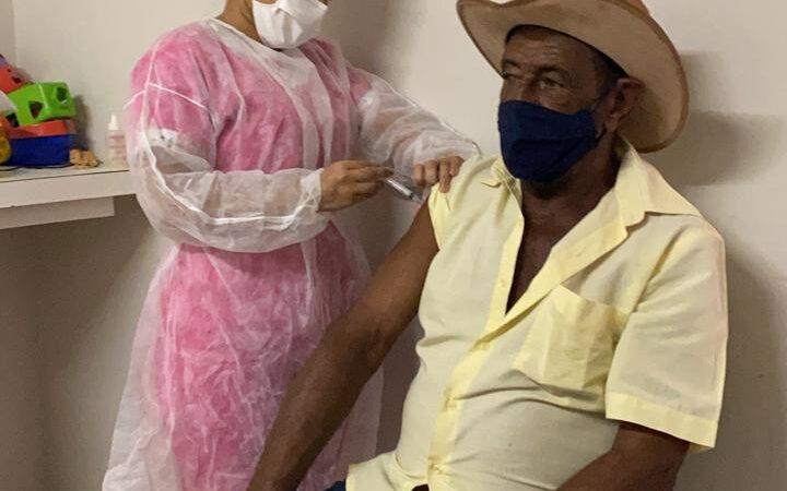 Tibau já vacinou 96% dos profissionais da saúde