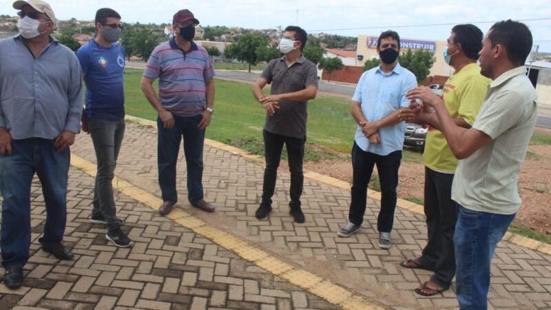 Prefeito Juninho Alves afirma que projeto de iluminação do Tetezão está em fase de conclusão