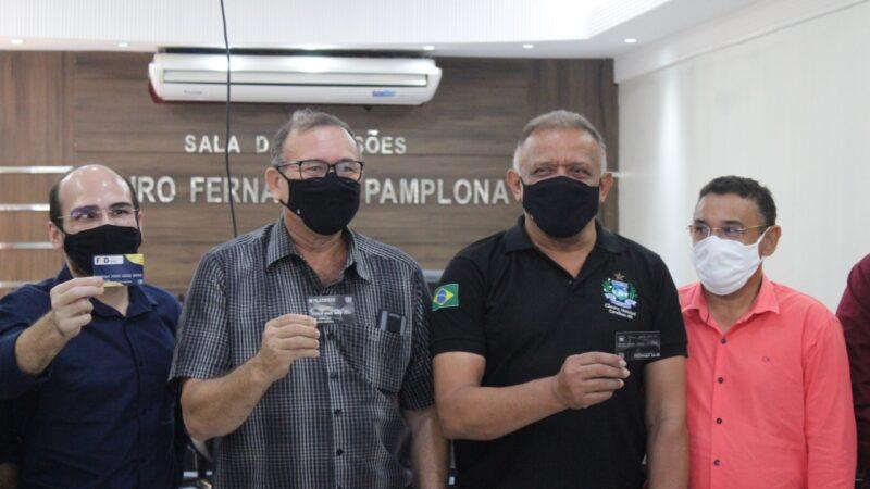 Prefeitura, Câmara, CDL e Fundação Guimarães Duque discutem implantação de cartão para servidor público em Caraúbas