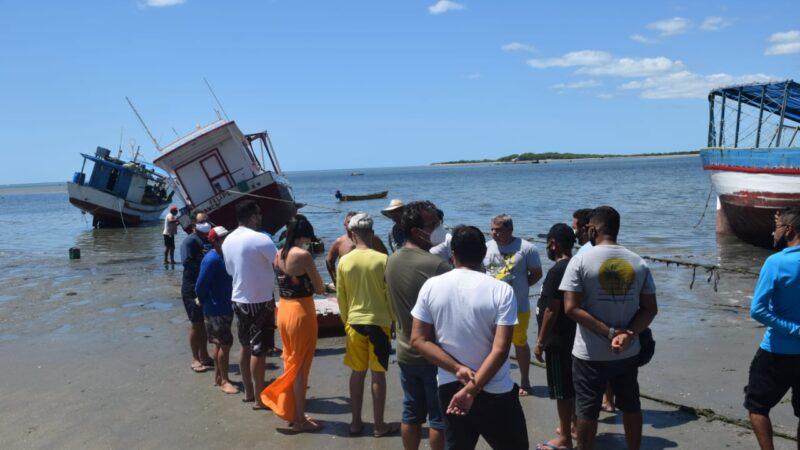 """Prefeitura de Grossos realiza o mutirão """"Praia Limpa"""" na praia de Pernambuquinho"""