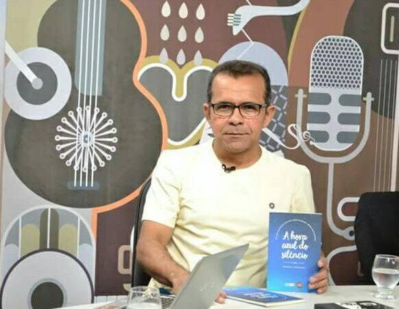 Um 'dedo de prosa' com o premiado escritor mossoroense Marcos Ferreira