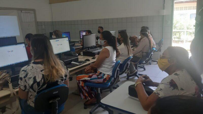 Prefeitura de Grossos oferece curso de informática para professores do município