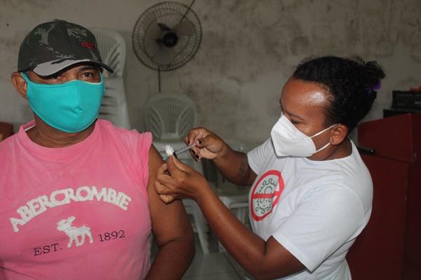 Prefeitura de Caraúbas intensifica vacinação contra Covid-19 para comorbidades acima de 30 anos