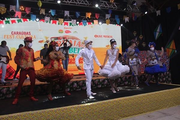 """Primeira edição do """"Caraúbas Fest Cultura"""" leva ao palco virtual muita alegria e diversão do Arraiá das Caraubeiras"""