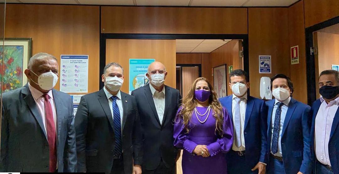 Em Brasília prefeito Juninho Alves se reúne com ministro da Educação para viabilizar curso de medicina para Caraúbas