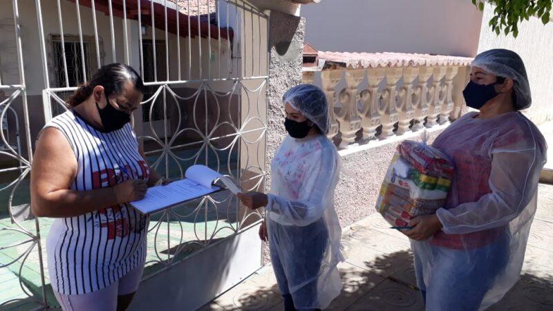 Assistência Social entrega cestas básicas a famílias de baixa renda em Caraúbas