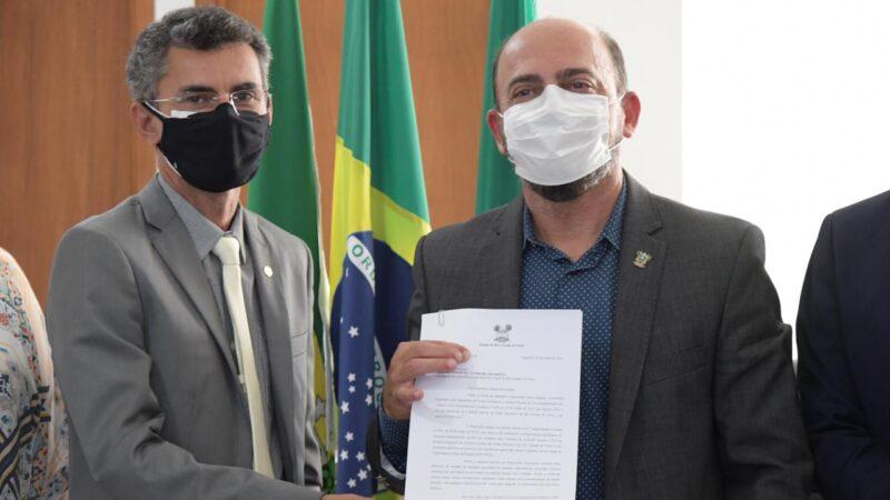 """""""Chegou a vez dos profissionais da educação se vacinarem"""", comemora o deputado Francisco do PT após sanção de sua lei"""
