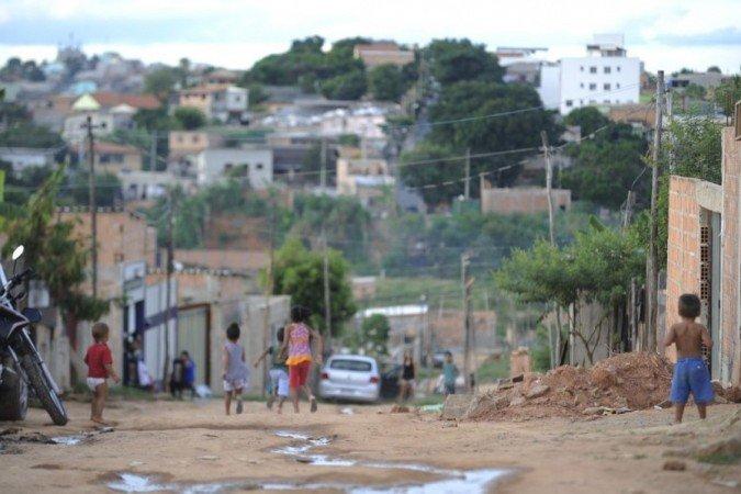 Mais de 27% da população do RN vivem em  domicílios com três pessoas