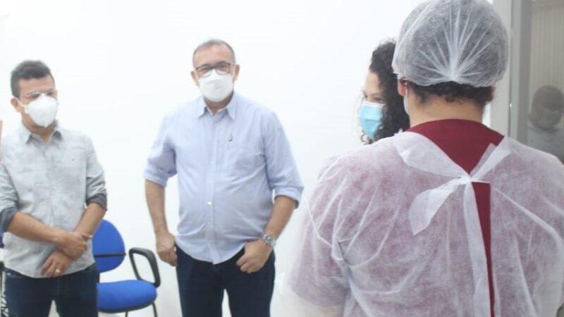 Secretaria de Saúde Secretaria conclui primeira dose de vacinação contra Covid-19 em educadores de Caraúbas