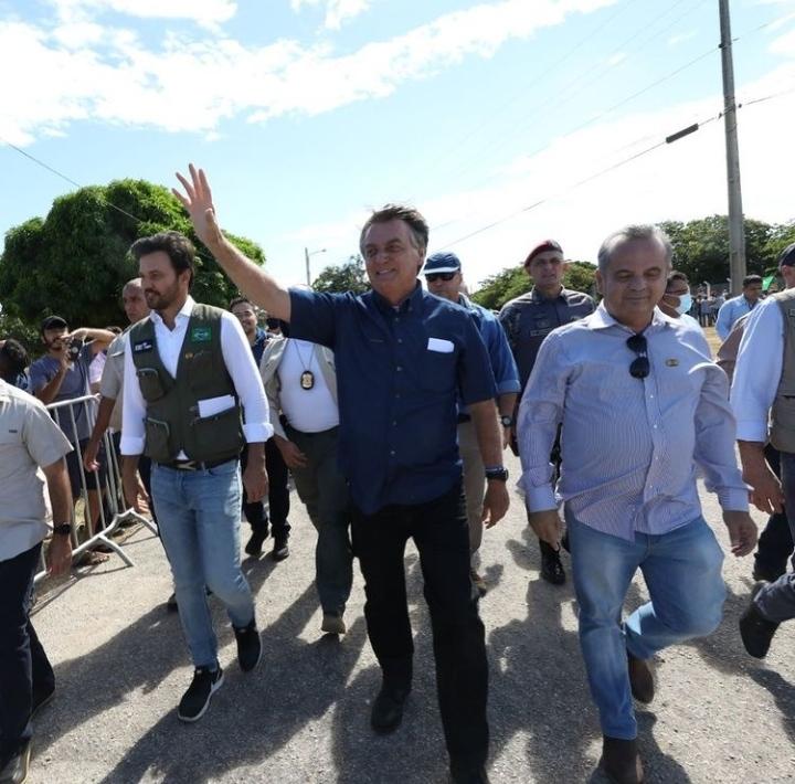 Prefeito Allyson Bezerra ignora presença de Bolsonaro e ministros em Mossoró