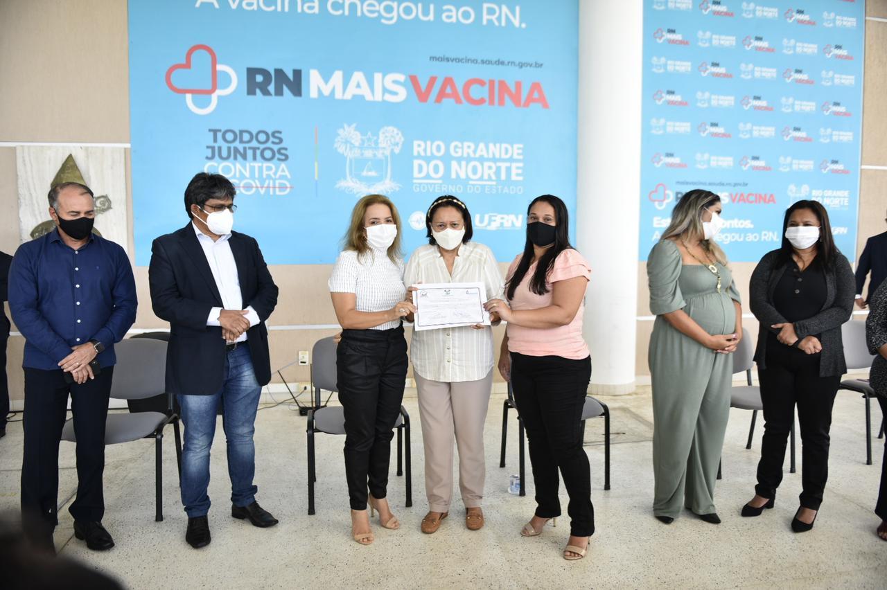 Governo entrega escrituras públicas a 965 famílias potiguares