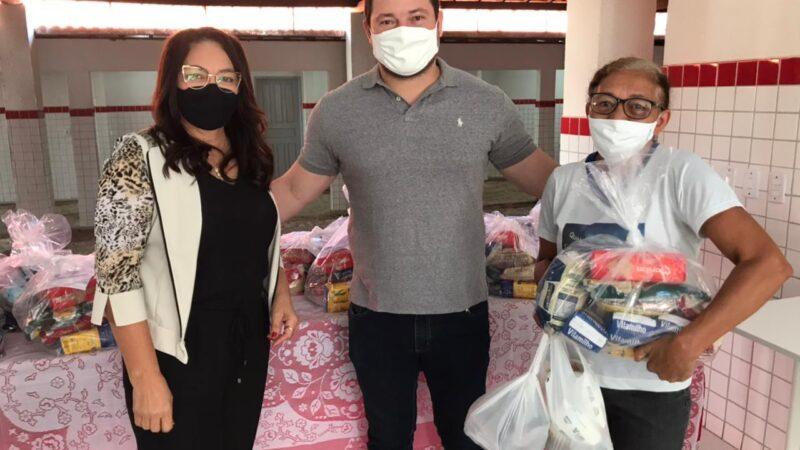 Famílias da Rede Municipal de Ensino em Jucurutu ganham kits merenda