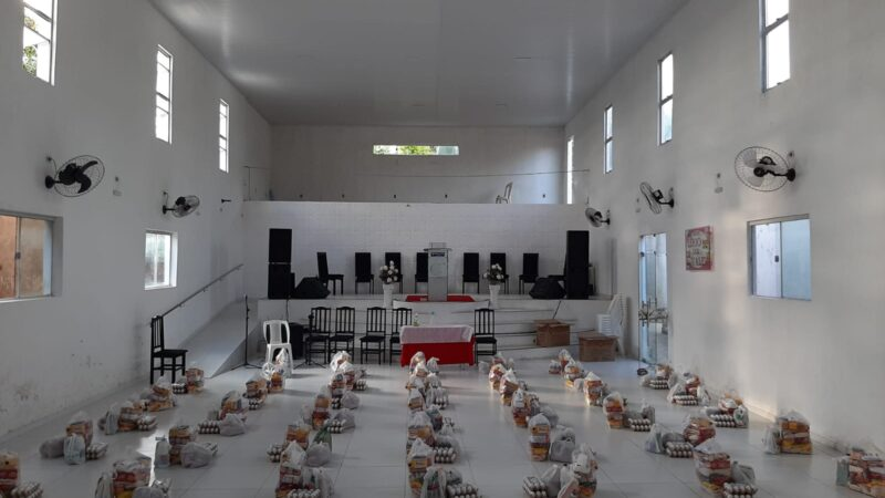 Parceria Igreja de Cristo BLB e Diaconia entregam 80 cestas básicas em Caraúbas