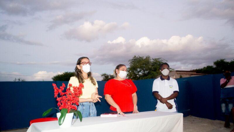 Cinthia Sonale tem encontro com pescadores em Grossos