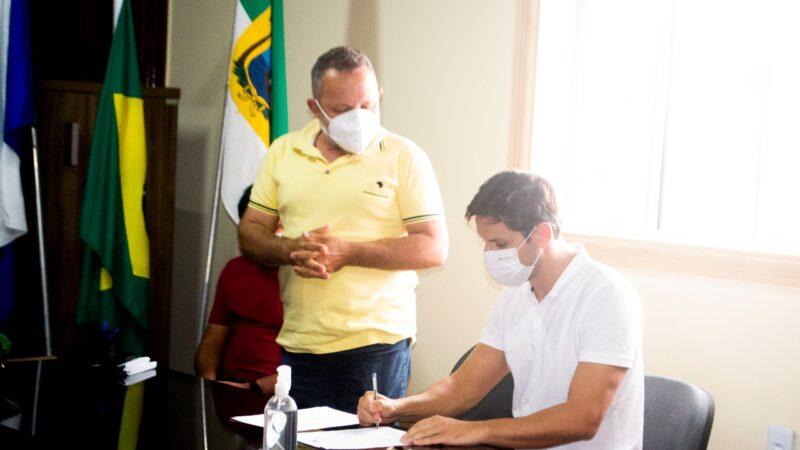 Vice Prefeito Galego Caetano recebeu Deputado Federal Rafael Motta para oficialização de emenda