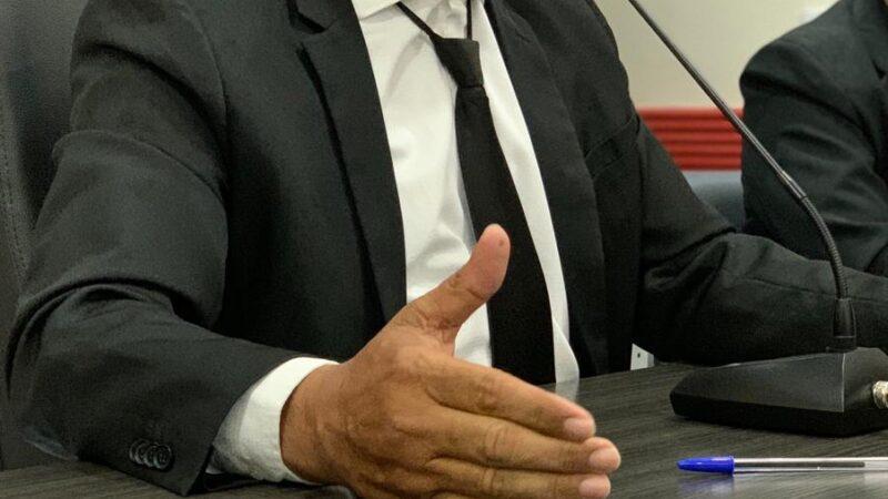 Por 6 votos a 4, vereador Hamilton Bezerra é reeleito Presidente da Câmara de Vereadores de Caraúbas