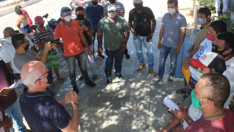 Parceria da Prefeitura de Caraúbas e VitaMais envia mais 11 trabalhadores para fazenda de fruticultura