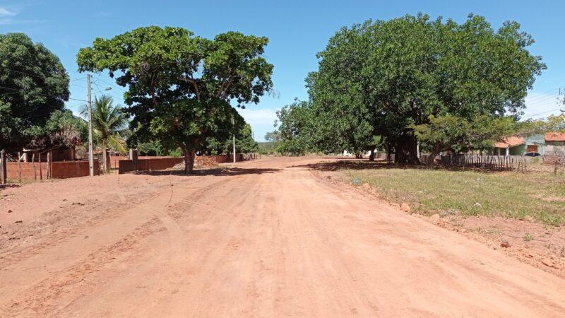 Prefeitura avança no piçarramento de estradas vicinais de acesso às vilas em Serra do Mel