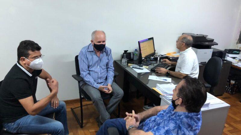 Prefeito Juninho Alves reivindica ao DER reparos nas RNs 117 e 233 em Caraúbas