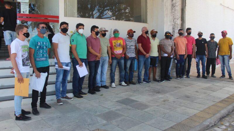 Parceria da Prefeitura de Caraúbas e VitaMais garante primeiros 20 empregos na fruticultura