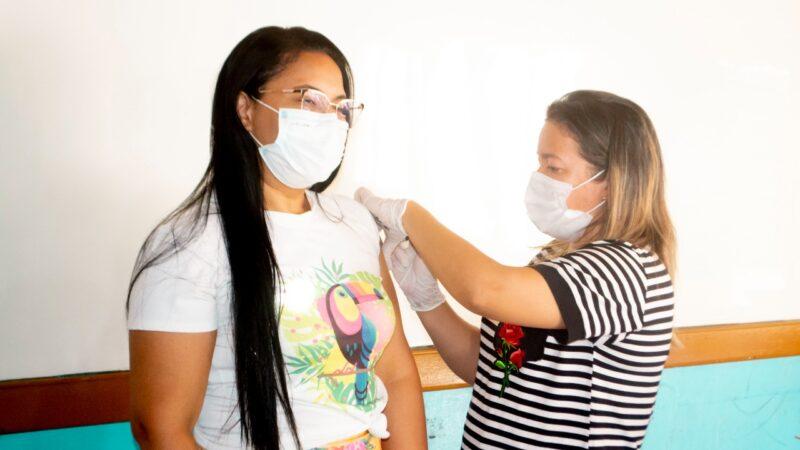 Covid-19: Grossos vacina pessoas de 33 anos ou mais sem comorbidades e grupos prioritários