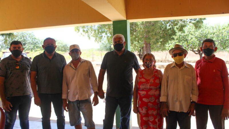 Executivo e Legislativo reúnem-se com população da comunidade de Ilharga em busca de uma solução para abastecimento de água
