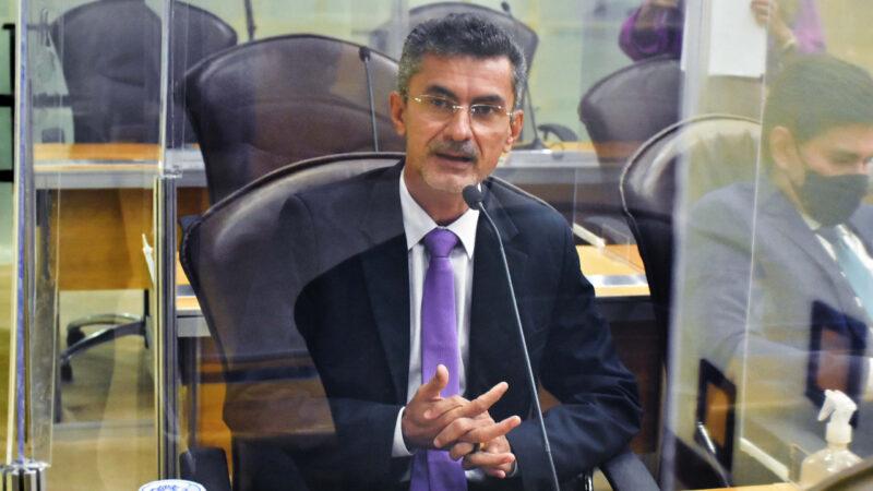 Deputado Francisco do PT pede reconstrução de asfalto de estradas estratégicas do RN