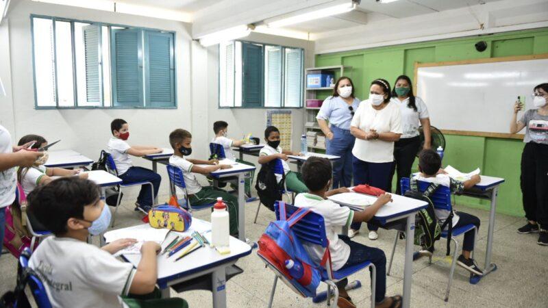 Fátima Bezerra vistoria escolas em Alto do Rodrigues e Macau