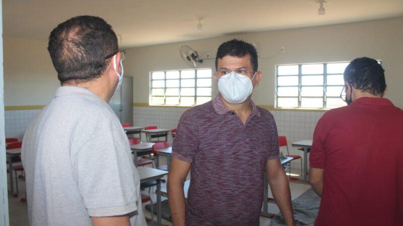 Prefeito Juninho Alves cumpre agenda visitando obras, reformas de escolas e entrega fardamento a alunos em Caraúbas