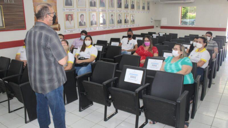 Secretaria de Saúde reúne profissionais de saúde para avaliar ações e traçar metas para os próximos meses em Caraúbas