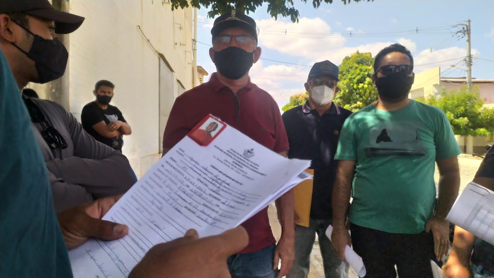 Parceria da prefeitura de Caraúbas envia trabalhadores para fazendas de fruticultura no Ceará