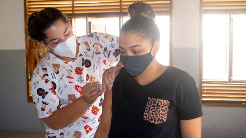 Prefeitura de Grossos vacina contra covid-19 nesta terça (24)
