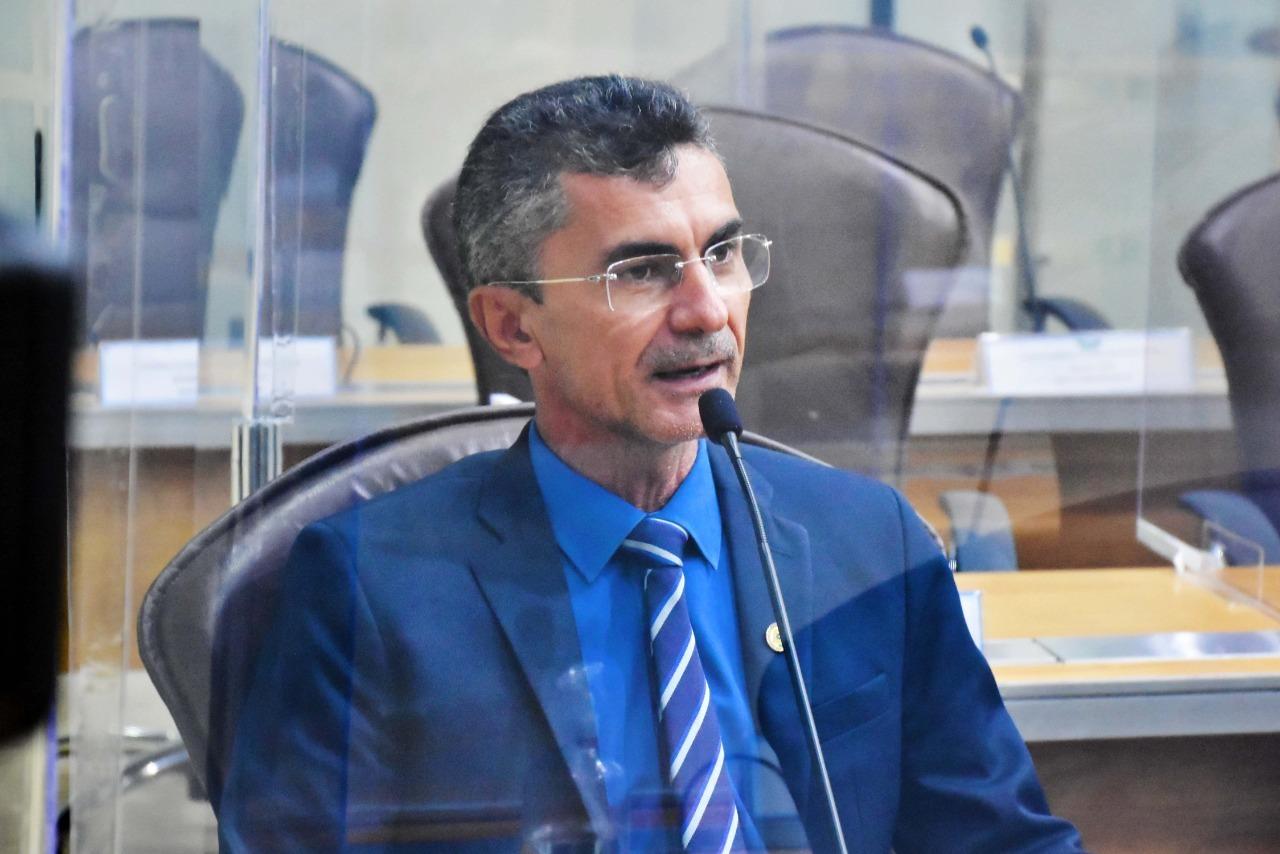 Francisco do PT destaca pagamento de folha salarial atrasada pelo Governo do RN