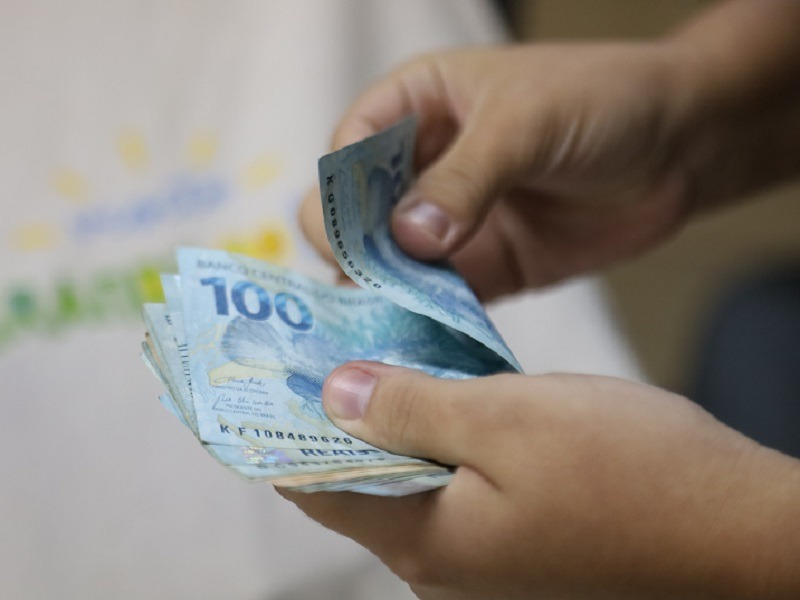 Governo adianta primeira parcela salarial de setembro e quita terceira folha dos atrasados
