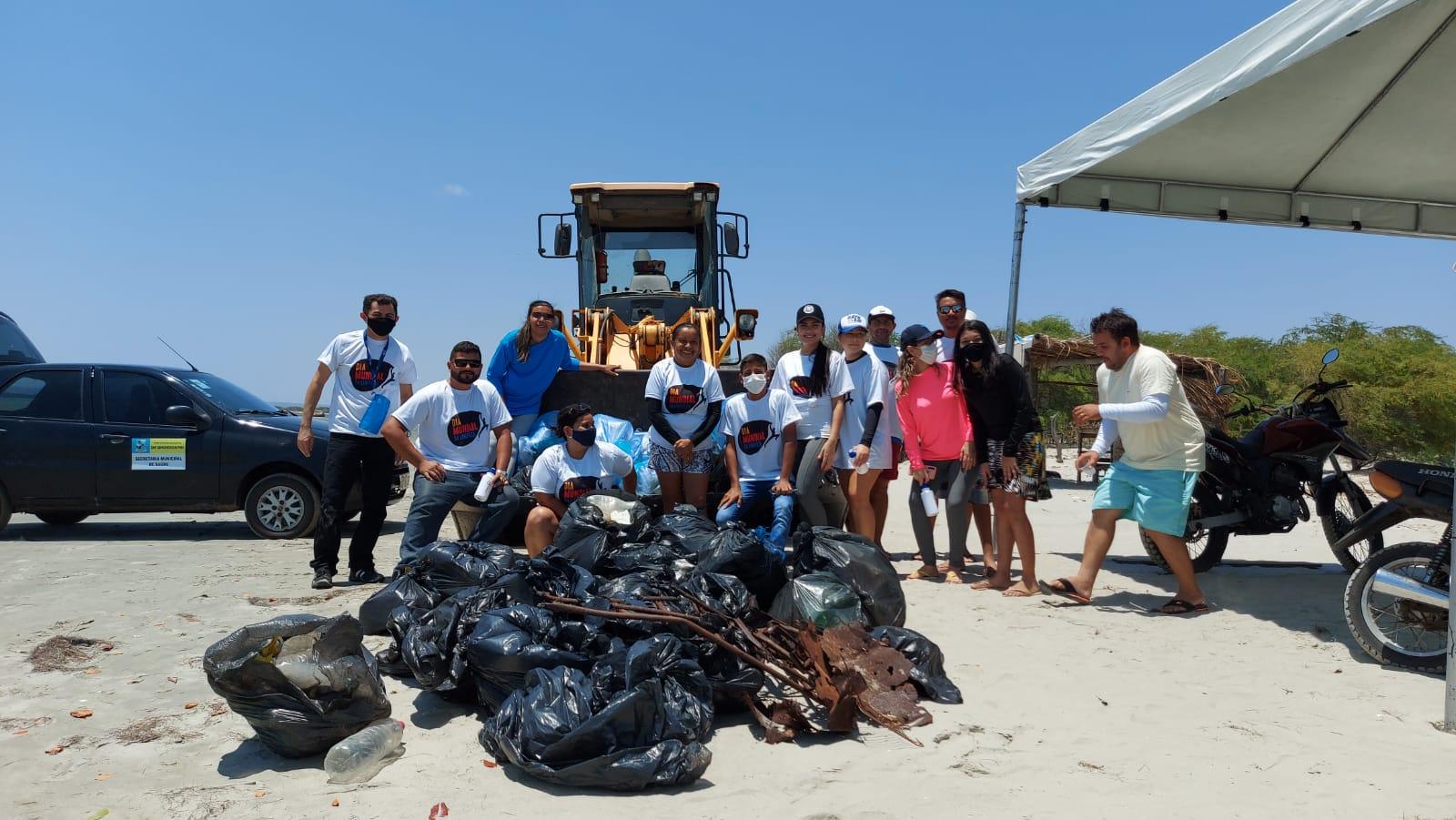 """""""Praia Limpa"""" retira oito toneladas de lixo na praia de Pernambuquinho em Grossos"""