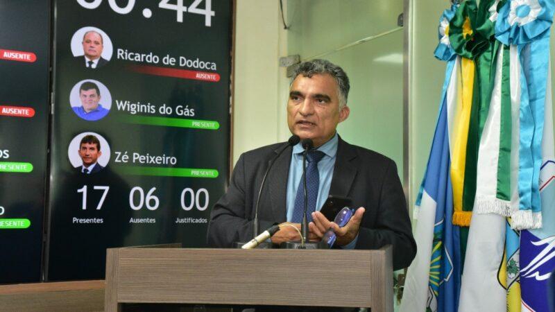 Vereador Francisco Carlos relata denúncia de perseguição a servidores municipais